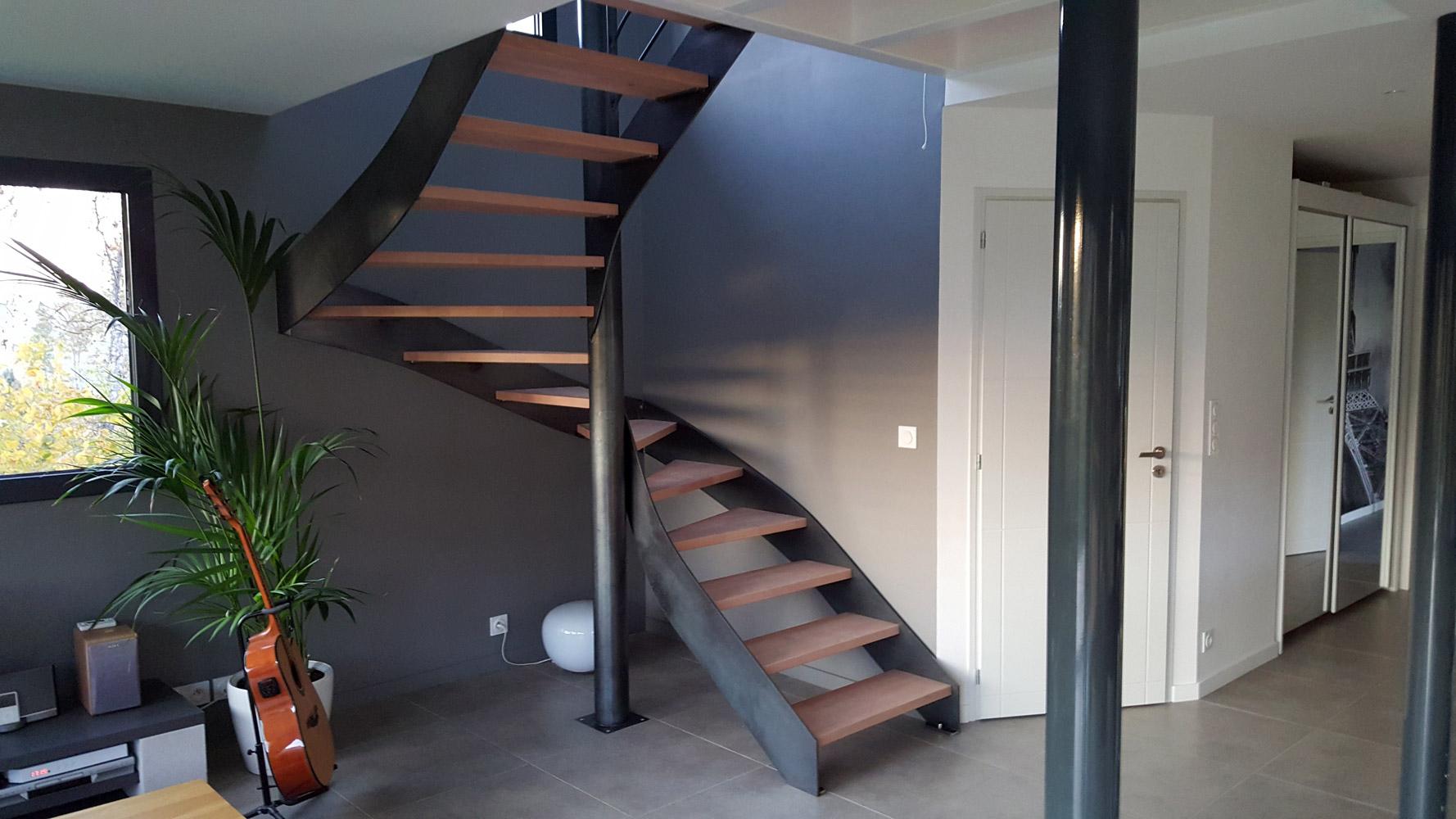escalier 2 4 tournant pas cher amazing escalier tournant l anglaise avec garde corps en verre. Black Bedroom Furniture Sets. Home Design Ideas
